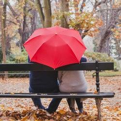 雨の日に! 相合傘で男性がときめく瞬間とは?