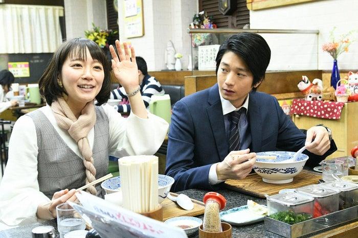 吉岡里帆、向井理/「きみが心に棲みついた」第6話より(C)TBS
