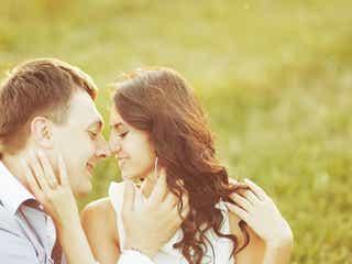 恋の始まりの季節!男性をときめかせる女性の仕草とは?