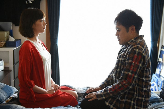 本田翼、有田哲平/「わにとかげぎす」第8話より(提供写真:TBS)