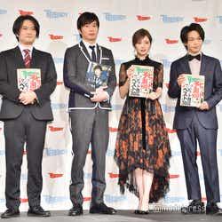(左から)佐藤央明編集長、白石麻衣、中村倫也(C)モデルプレス