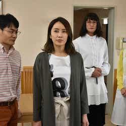 矢田亜希子(中左)と松岡昌宏(中右)がバトル(C)テレビ朝日