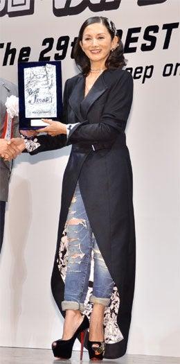第29回「ベストジーニスト2012」協議会選出部門を受賞した夏木マリ