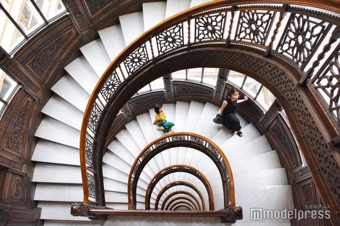 ルッカリー・ビル内の美しい螺旋階段(C)モデルプレス