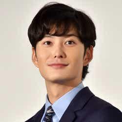 海外でのハプニングを明かした岡田将生(C)モデルプレス