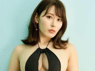 金子智美、手作りのセクシー衣装で母の誕生日を祝福 「本当にありがとう」