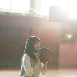 広瀬すずが魅せる 鮮やかなバスケのシュートに歓声と拍手