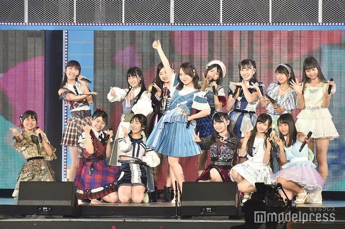 高橋朱里とAKB48メンバー「AKB48グループ感謝祭~ランクインコンサート~」 (C)モデルプレス