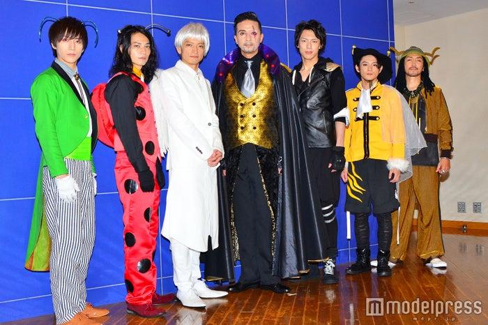 (左から)山崎晶吾、荒木健太朗、佐野大樹、岡幸二郎、北園涼、原嶋元久、小野友広(C)モデルプレス