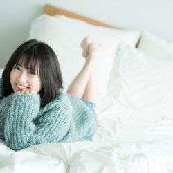志田未来、ベッドで美脚魅せ これまでにないナチュラルさを追求