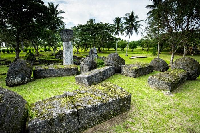 不思議な石柱が並ぶタガ遺跡で古代王朝に想いを馳せる(C)Junji Takasago/MVA