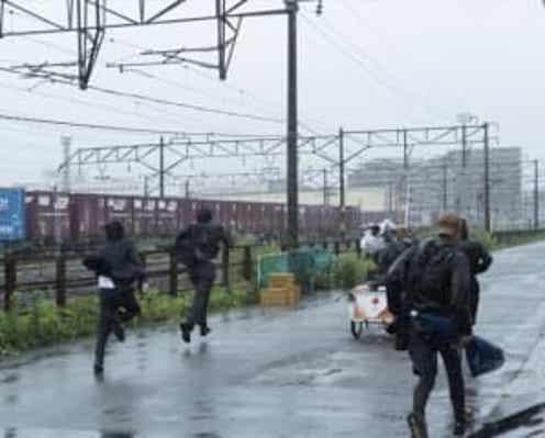 佐藤健、阿部寛、林遣都が雨の中を激走! 『護られなかった者たちへ』メイキング映像