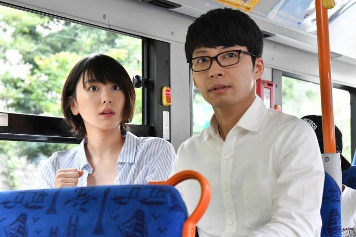 新垣結衣、星野源「逃げるは恥だが役に立つ」第1話・場面カット(C)TBS