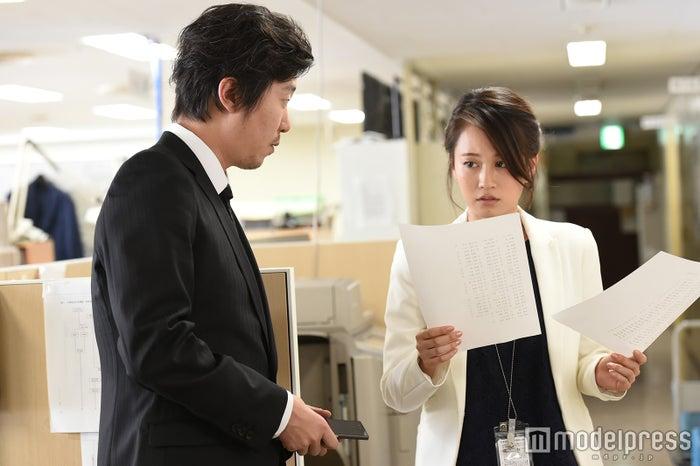 新井浩文、前田敦子「毒島ゆり子のせきらら日記」場面写真(C)TBS