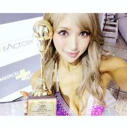 モデルプレス - 「姉ageha」ゆんころ、圧倒的美ボディで快挙!海外ボディフィットネス大会で5冠「大会の伝説になった」