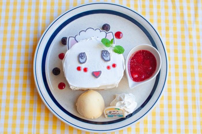 ふにゃっしーのふわふわパンケーキwithベリーソース 1,260円/画像提供:東急ハンズ