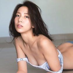 「ひるおび!」お天気キャスター池岡星香、美乳こぼれる大胆ショットで初の試み