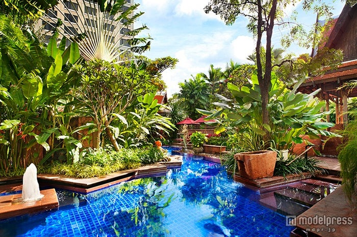 「Sheraton Grande Sukhumvit」/豊かな熱帯の庭に囲まれたプール【モデルプレス】