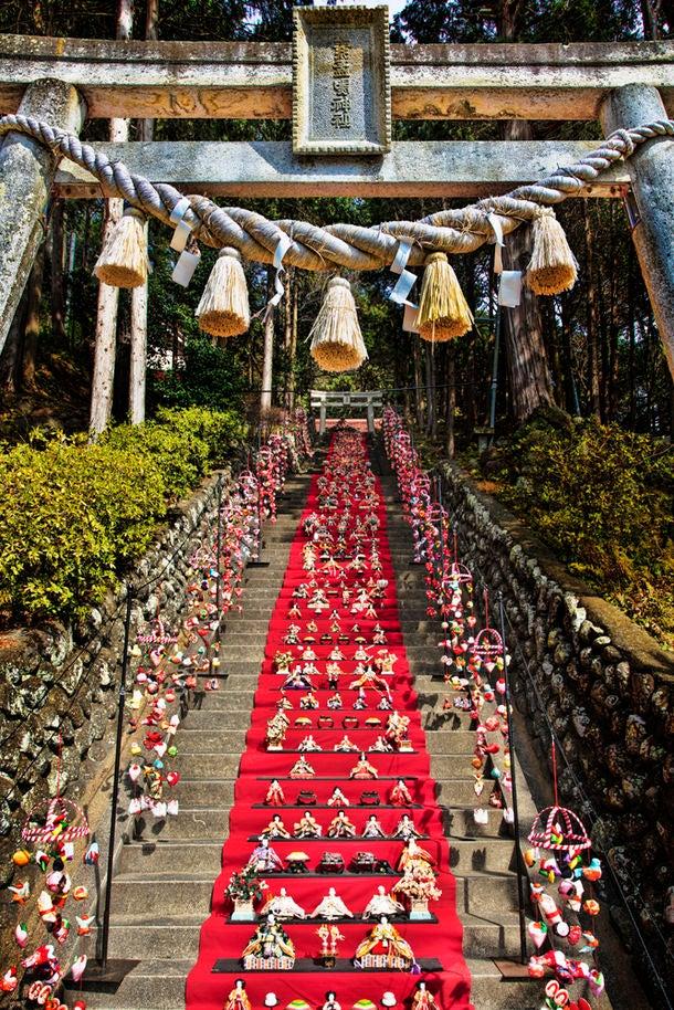 素盞鳴神社雛段飾り/画像提供:稲取温泉旅館協同組合