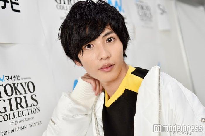初めての「TGC」出演後、モデルプレスのインタビューに応じた志尊淳 (C)モデルプレス