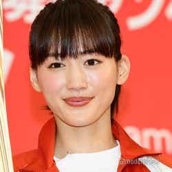 モデルプレス - 綾瀬はるか、聖火ランナー体験で笑顔