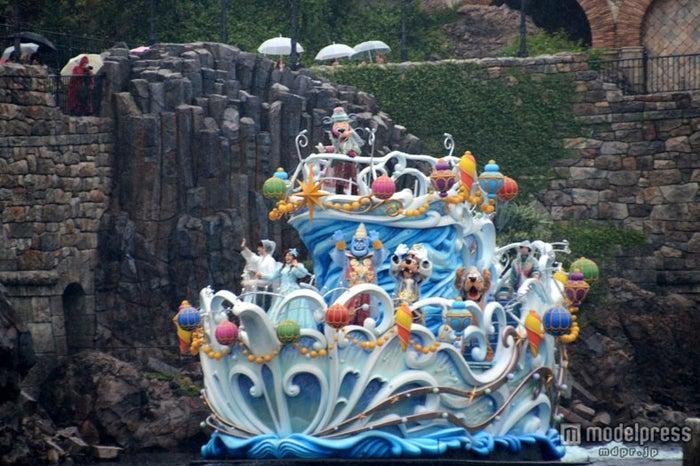 雨バージョンのスペシャルグリーティングが行われた東京ディズニーシー