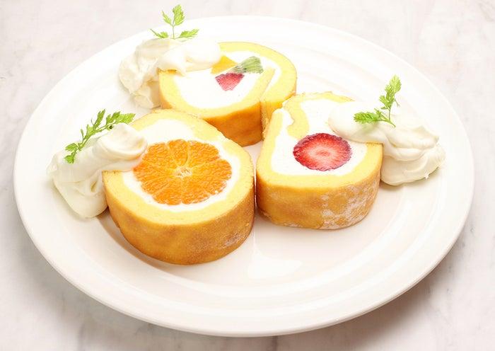 『MIXフルーツロールケーキ』¥380 ・『天使のいちごロールケーキ』¥300 ・『丸ごとみかんのロールケーキ』¥300/画像提供:LIFEstyle