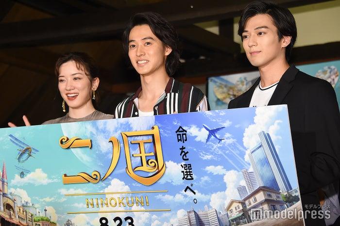 (左から)永野芽郁、山崎賢人、新田真剣佑(C)モデルプレス