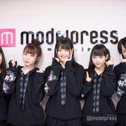 =LOVE(左から)佐々木舞香、大谷映美里、高松瞳、齊藤なぎさ、野口衣織 (C)モデルプレス