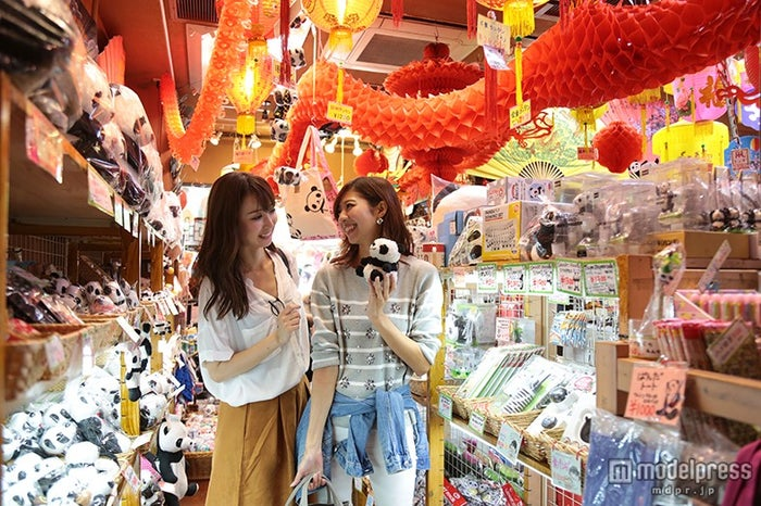 横浜中華街の醍醐味といえば食べ歩きとショッピング/「老維新」