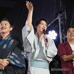 (左から)吉田鋼太郎、田中圭、大橋卓弥(スキマスイッチ) (C)モデルプレス