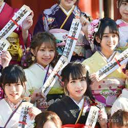 (左上から時計回りに)石田優美、山田樹奈、石田みなみ、中村歩加、川本紗矢、運上弘菜/AKB48グループ成人式記念撮影会 (C)モデルプレス
