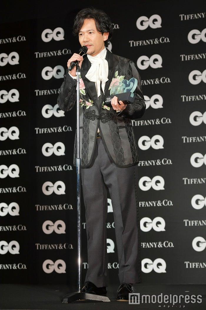 おしゃれなスーツの稲垣吾郎