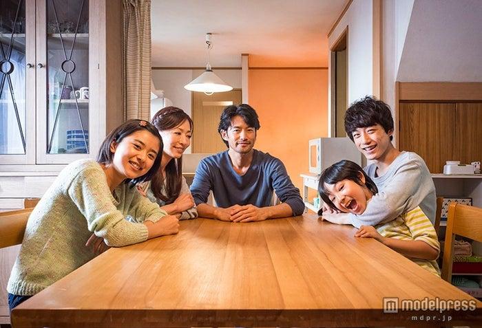映画「at Home アットホーム」(8月22日公開)配給:ファントム・フィルム+KATSU-do(C)映画『at Home』製作委員会【モデルプレス】
