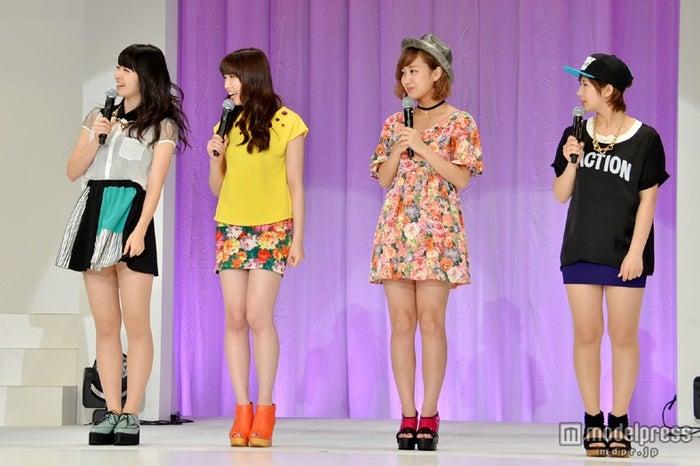 「第2回JUNONプロデュース ガールズコンテスト」にゲストとして登場した℃-ute(左から鈴木愛理、中島早貴、萩原舞、岡井千聖)