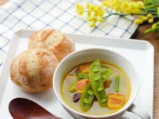 「たっぷりお豆とベーコンのスパイシースープ」レシピ【365日のパンとスープ】