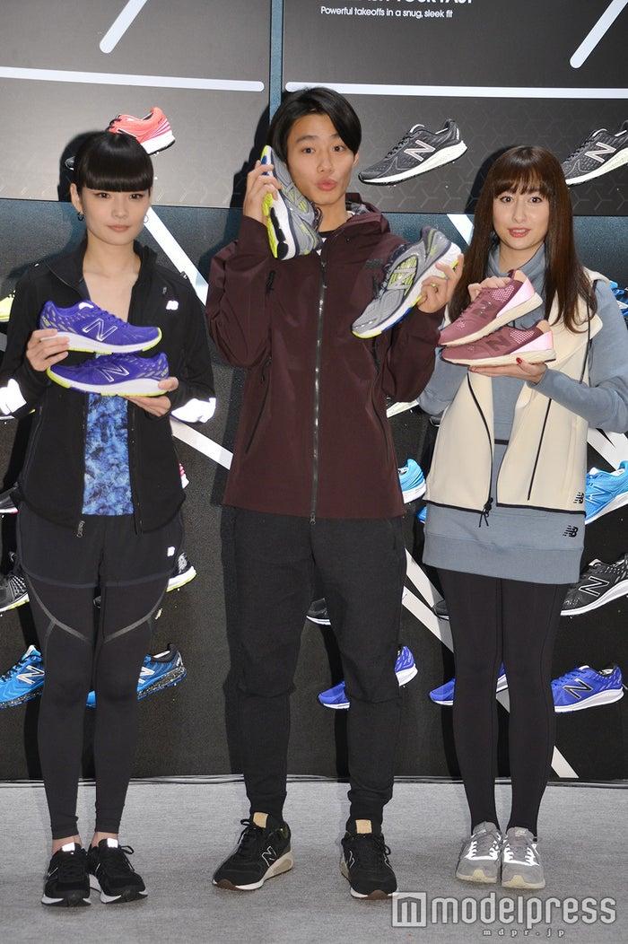 (左から)秋元梢、野村周平、早見あかり (C)モデルプレス