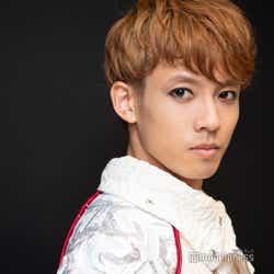 モデルプレス - 【KYOTO SAMURAI BOYSインタビュー連載】飯塚大夢、世界を舞台に活躍 芸能界入りきっかけは「オカザイル」