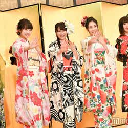 NMB48はサービス精神たっぷりに「どやさ」!(左から)石塚朱莉、加藤夕夏、白間美瑠、内木志、古賀成美 (C)モデルプレス