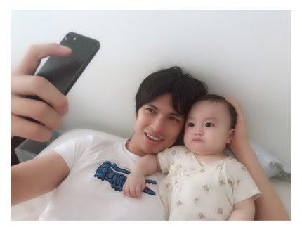 アレクサンダーと息子/アレクサンダーのオフィシャルブログ(Ameba)より
