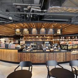 「六本木 蔦屋書店」書籍に囲まれるブック&カフェがリニューアル、バーラウンジも新設
