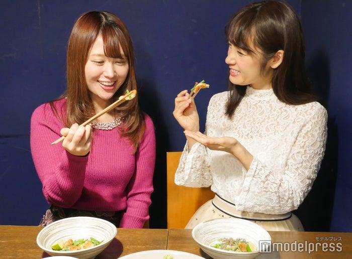 (左から)森下まい、野村日香理(C)モデルプレス