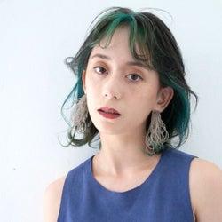 緑のインナーカラーに挑戦しよう♡暗めの髪色にも馴染みやすい人気の合わせ方