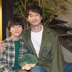 坂口健太郎「がっつりお芝居できてよかった」子供時代演じる『エール』で話題の込江大牙と夢の共演!?『35歳の少女』オリジナルストーリー