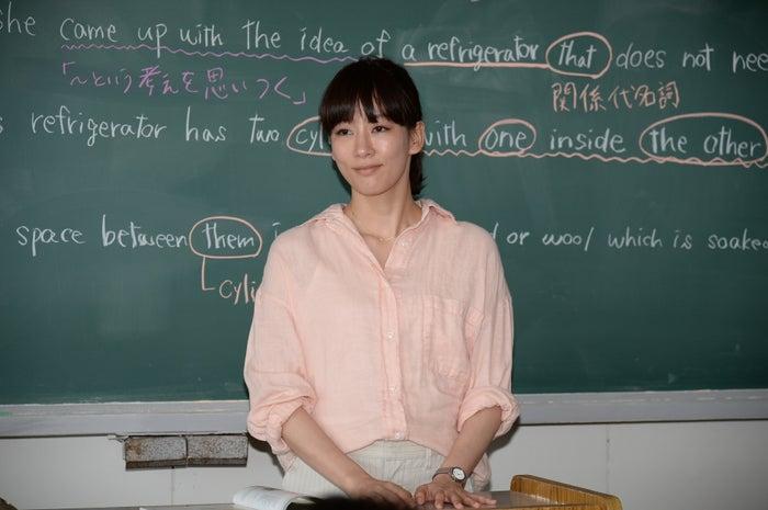 授業中の水川あさみ最新画像