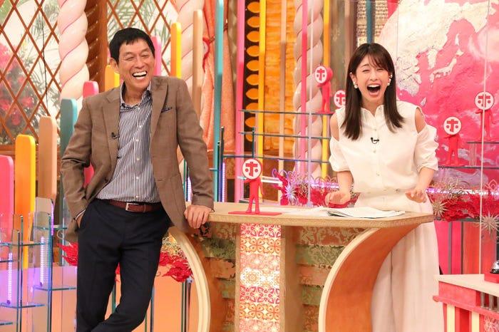 左から)明石家さんま、加藤綾子 (C)フジテレビ