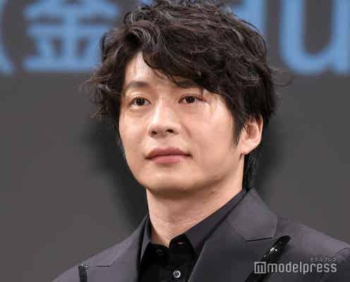 田中圭、パーマヘアで登場 堤幸彦監督から絶賛「役者として完全系」<死神さん>