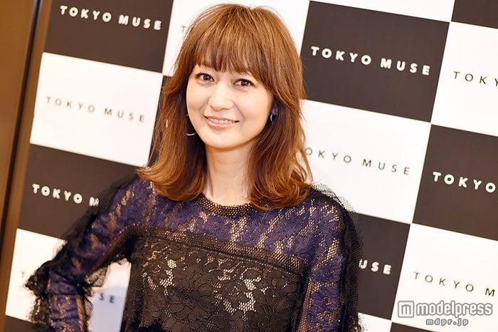 モデルプレスのインタビューに応じた富岡佳子【モデルプレス】