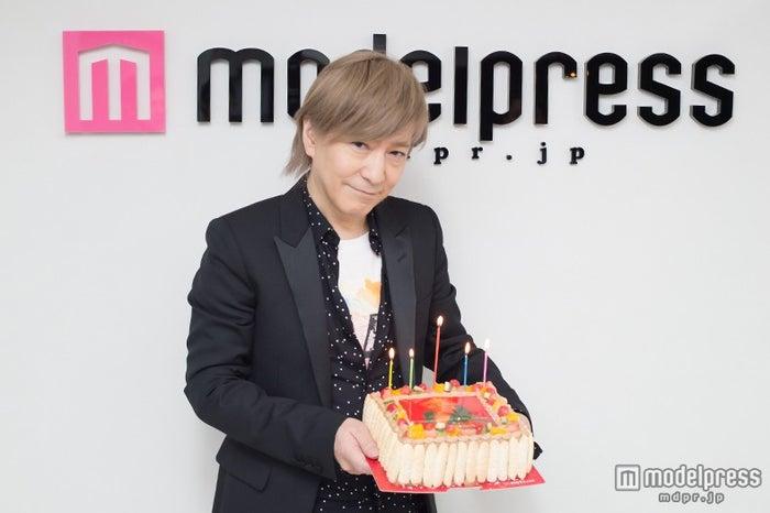 小室哲哉氏のリリースをモデルプレスがお祝い