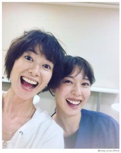 モデルプレス - 戸田恵梨香、真木よう子との笑顔全開2ショット公開 仲睦まじい姿に反響